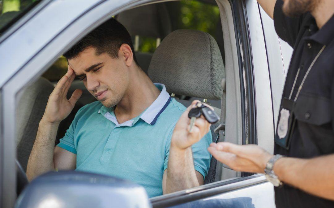 ¿Qué delito o multa hay por conducir coches sin carnet?