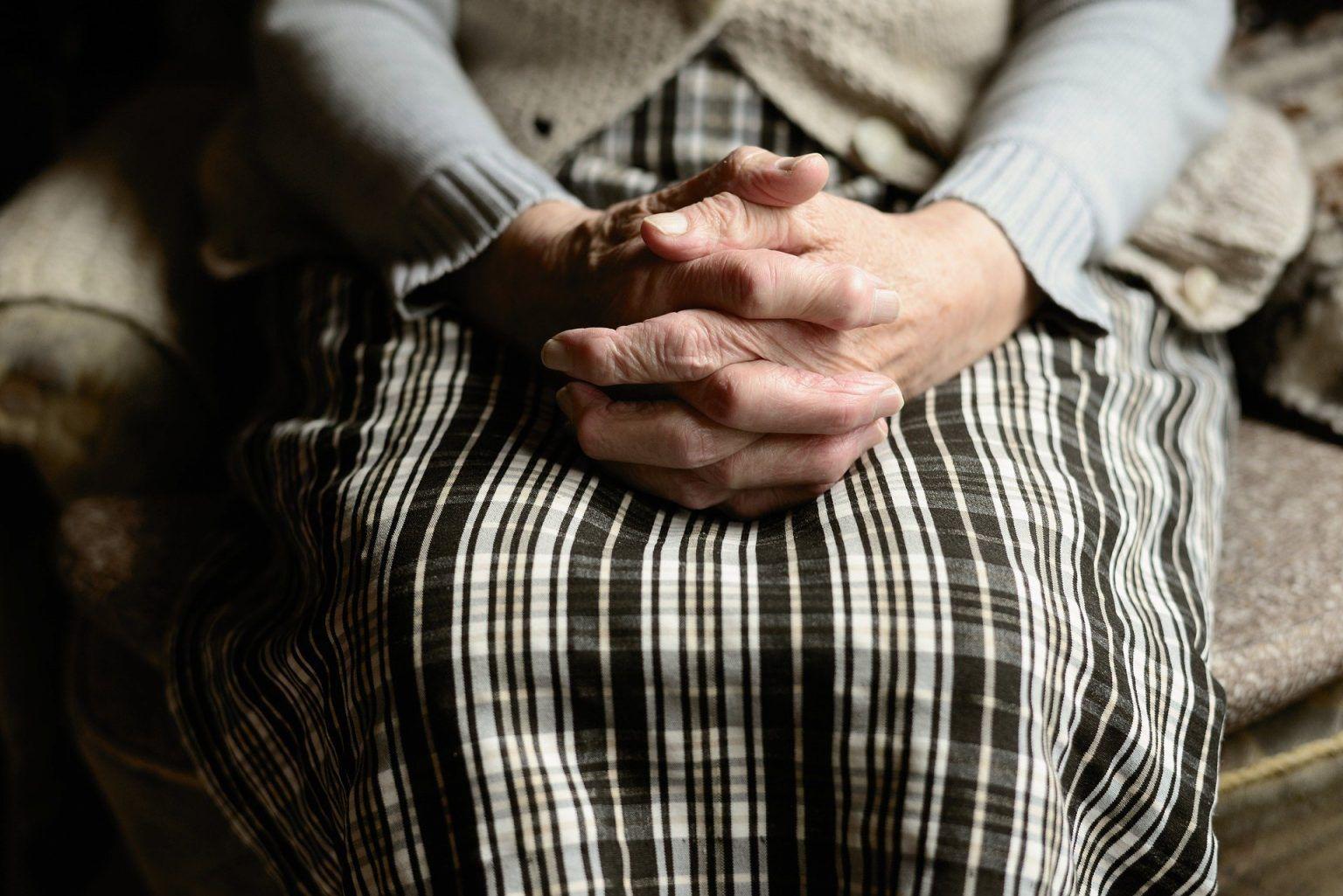 ¿Cómo es el proceso judicial para incapacitar a una persona mayor o con enfermedad?
