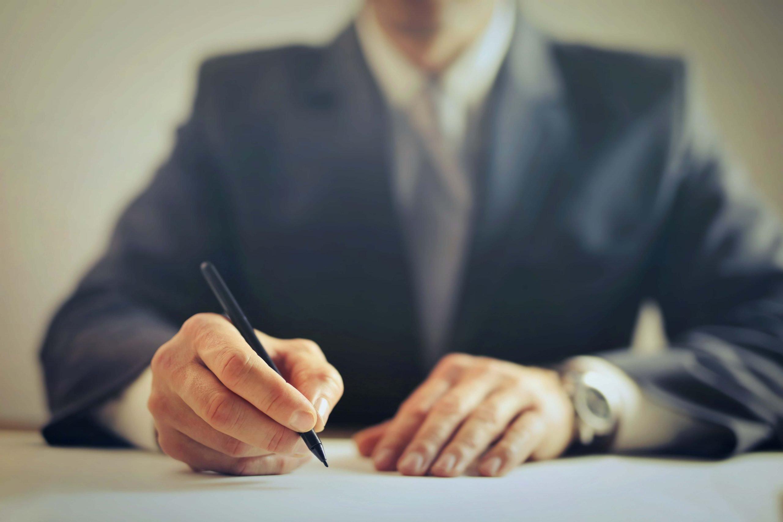 abogado preparando recurso de suplicación laboral