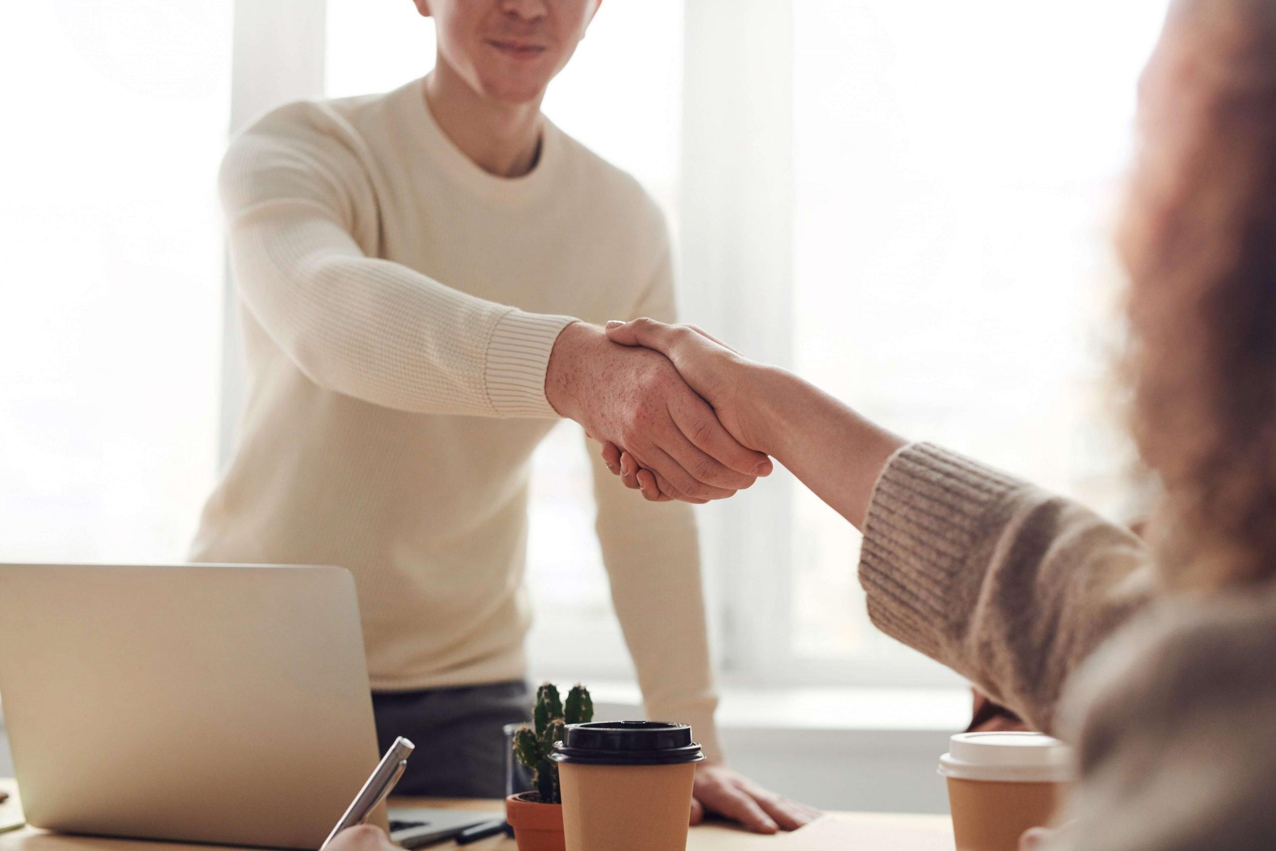 Mantener salario y antigüedad subrogación contrato laboral